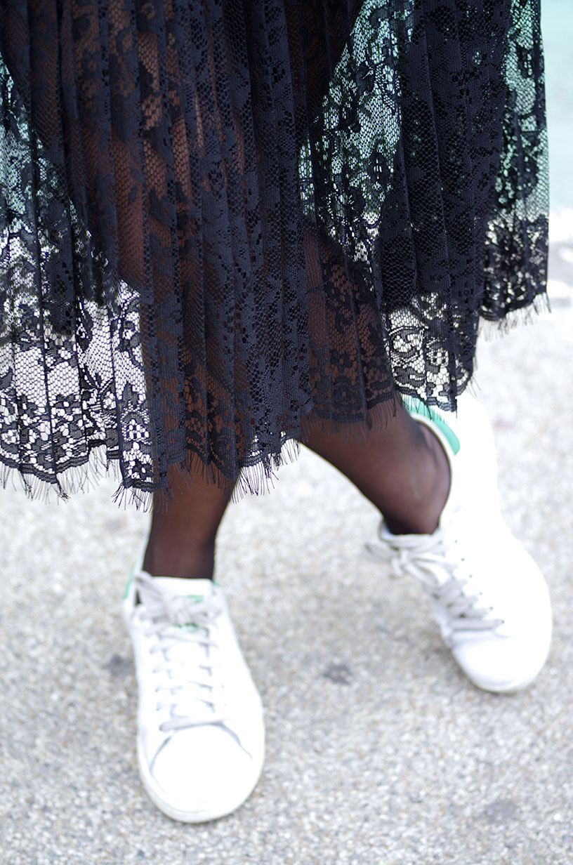 Elizabeth l NYC day 1 outfit l H&M lace skirt Asos Stan Smith Chanell THEDEETSONE l http://thedeetsone.blogspot.fr