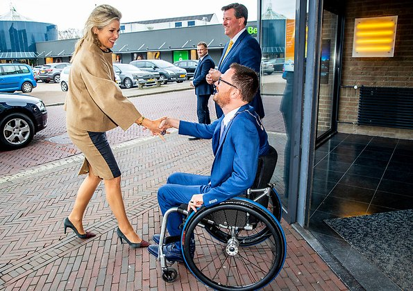 Queen Maxima wore Natan skirt, Natan short coat and Natan skirt. COPD InBeeld, chronic lung patient