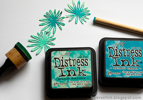 Layers of ink - Inky Blossoms Card Tutorial by Anna-Karin Evaldsson. Ink the flowers with Distress Ink.