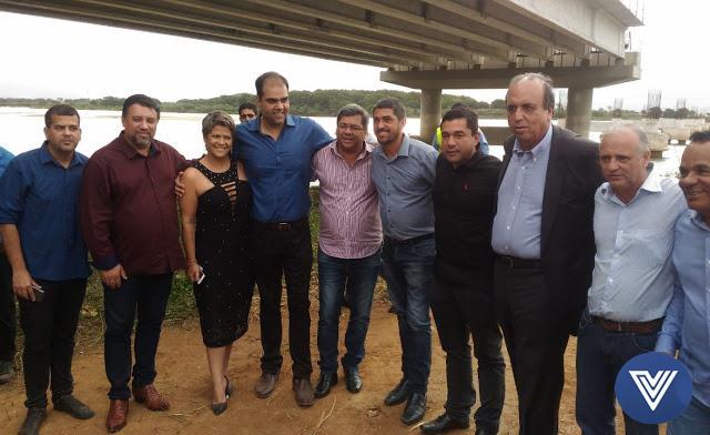 http://vnoticia.com.br/noticia/2821-pezao-visita-ponte-da-integracao-e-volta-a-afirmar-que-entrega-obra-antes-de-terminar-mandato