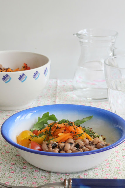 insalata di bulgur quinoa e legumi