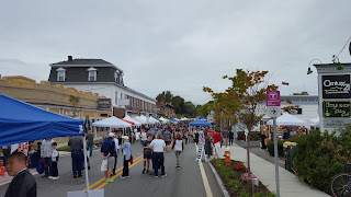 part of the Main St crowd at about 1:00 PM Saturday
