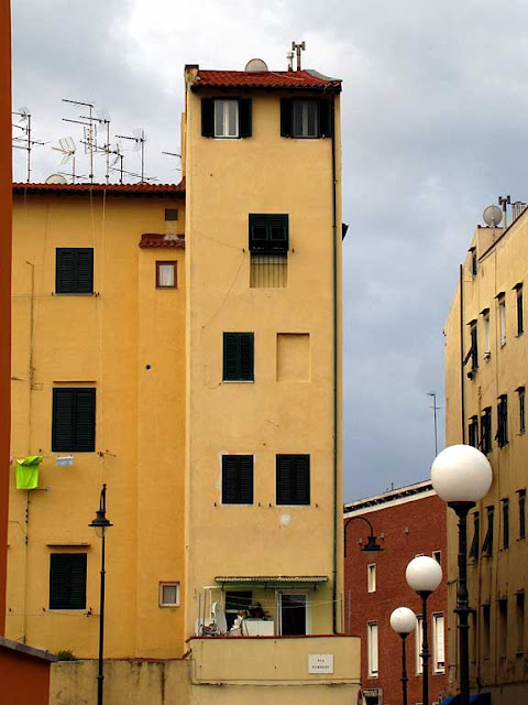 Narrow builing in via Strozzi, Livorno