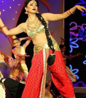 Pooja Kumar Dance Performance Pictures at Uthama Villain Audio Launch 2