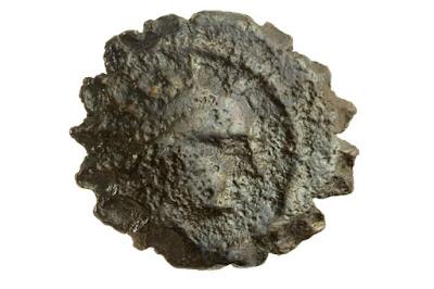 Un centavo de bronce acuñada por el tirano griego de la historia de Jánuca fue recientemente encontrado por los arqueólogos en medio de las ruinas de la torre de David de Jerusalén durante la rutina de limpieza del sitio, dijo que el museo en un comunicado el martes antes de la apertura del festival de ocho días el sábado en la noche.