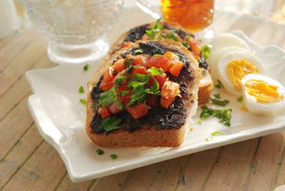 Zeytinli Sarımsaklı Kahvaltılık Ekmek