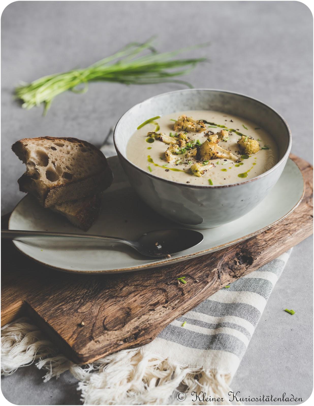 Blumenkohlsuppe mit gerösteten Blumenkohlcroûtons und Bärlauchöl