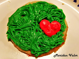 Grinch heart cookie by Maridan Valor found on the blog Night Sea 90