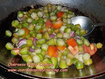 Binagoongan Kamias at Baboy - Cooking Procedure Vegetables