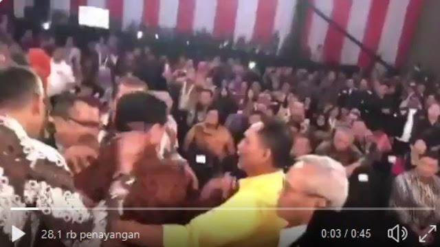 Beredar Video Keributan Kubu 01 dan 02 saat Jokowi Serang Personal, Luhut Dipegangi