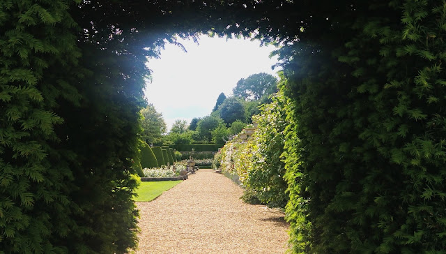 Bowood Topiary Archway