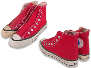 cb92c0216f4d Converse 80′s หัวรองเท้าจะเล็กกว่ายุค 90 บางล็อตขีดดำเส้นบนจะใหญ่มากดังรูป