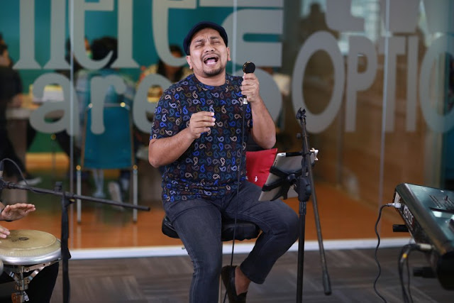 Tompi Bernyanyi: Cebong dan Kampret Bersatu Jadi Cempret