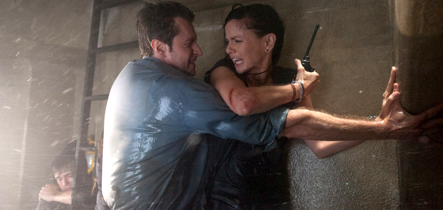 Richard Armitage şi Sarah Wayne Callies în Into The Storm