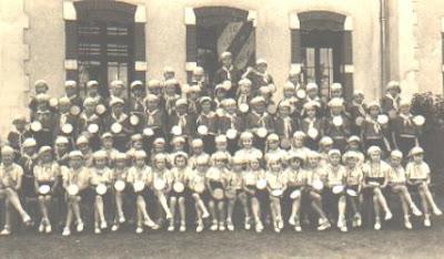 Ecole de Bellevue à Montceau, préparation de la fête 1936 (collection musée)