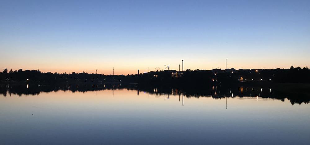 Kaupunkipyörällä auringonlaskusta auringonnousuun 23