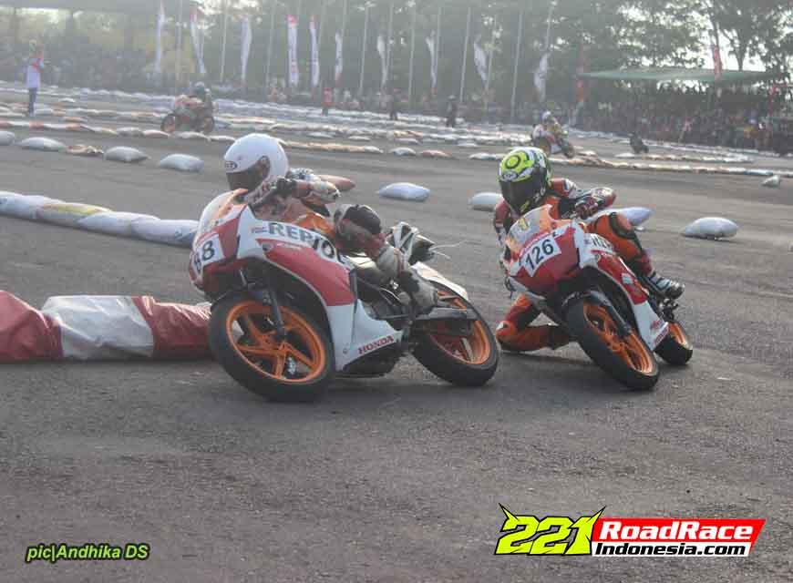 Sport Fairing Tetap Aduhai Meliuk-liuk di Trek Dadakan, Honda CBR150 Buktinya