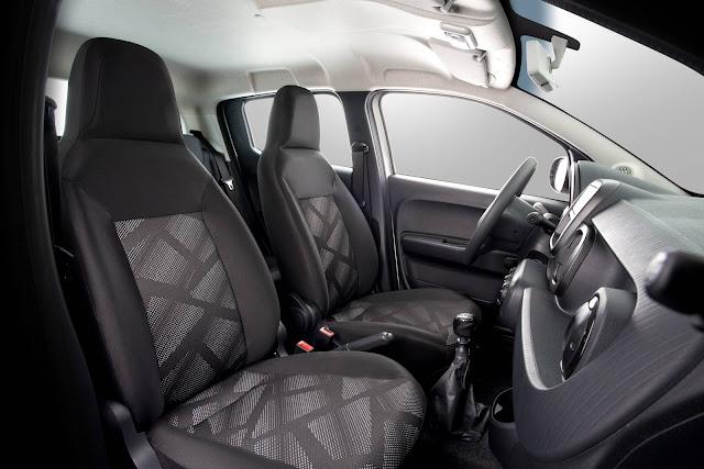 Fiat Mobi - interior - espaço dianteiro