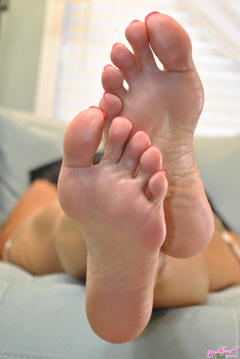 girls with long toes