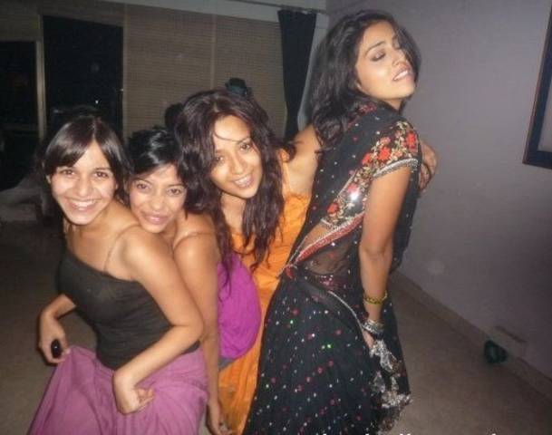 Bollywood Actresses Getting Drunk In Parties (Pictures)