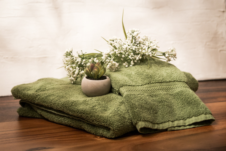 $100 Room Challenge | Garbage can upgrade | towel | Shelves
