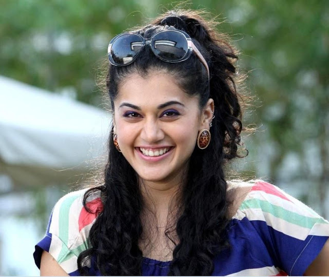 Taapsee-Pannu-Smiling-Wallpapers