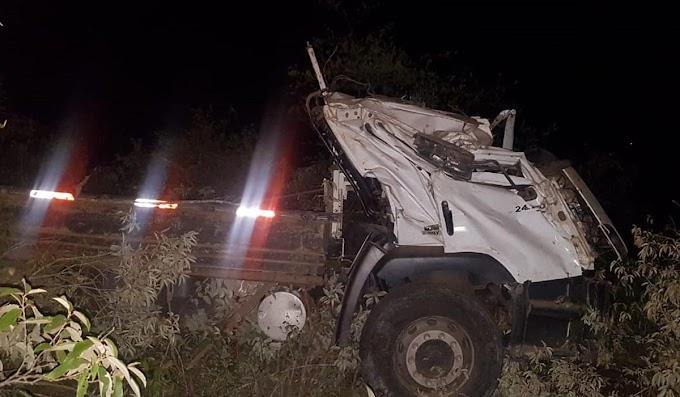 Piritiba: Caminhão capota e deixa um morto na BA-052, próximo a Porto Feliz