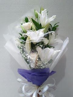 buket tangan lily kayon surabaya1