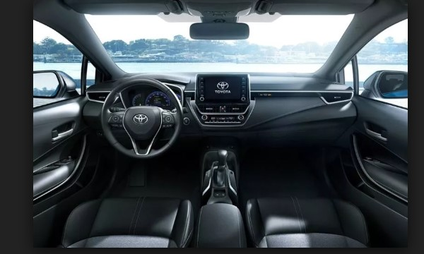 2018 Toyota Corolla Interior Design and Touchscreen Sound System