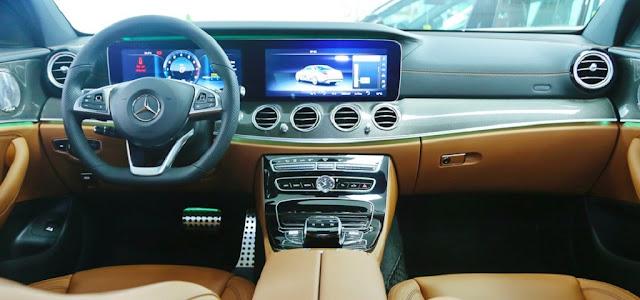 Bảng taplo Mercedes E300 AMG 2019 nhập khẩu trang bị đèn viền nội thất 64 màu