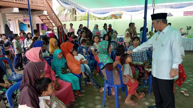 Ratusan Warga Datangi Rumah Iskandar SE