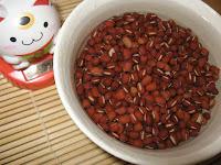 Trempage des haricots rouges azuki