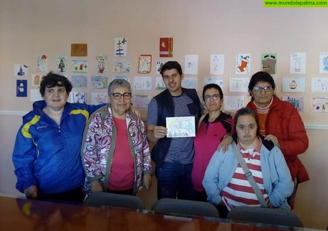 La niña Gabriela Ortega Hernández ganadora del concurso escolar de tarjetas de Navidad