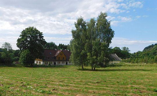 Wieś Pstrążna.