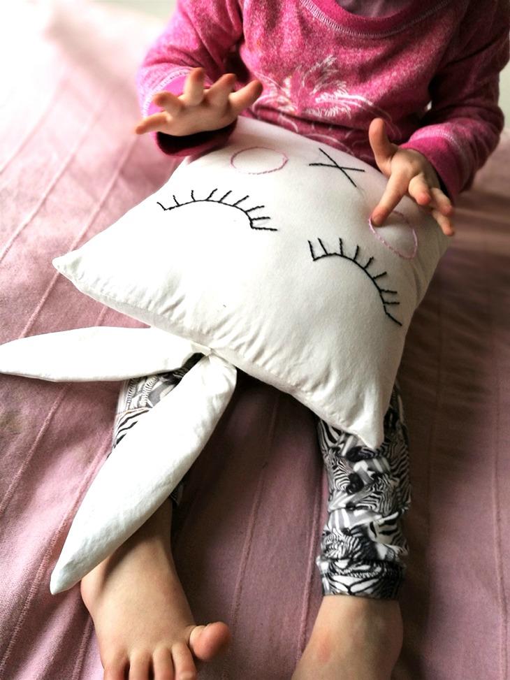 kirjottu tyyny