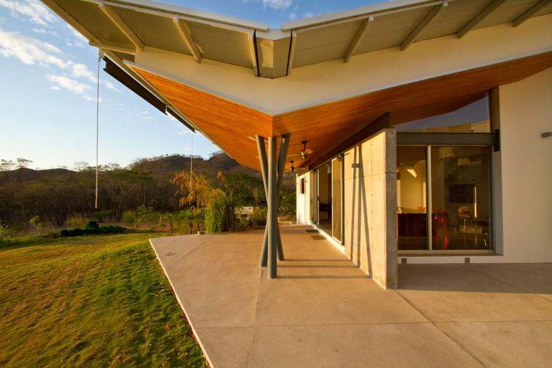 Hogares frescos casa construida en madera permite la luz - Casas de madera natural ...