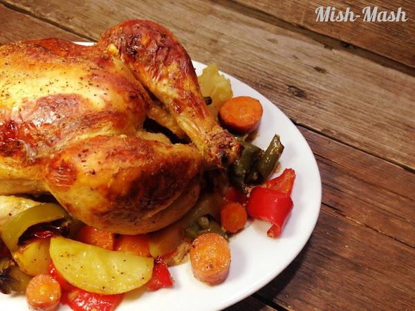 Пикантно печено пиле със зеленчуци