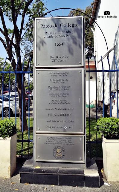 Close-up do Marco Histórico da Fundação de São Paulo - Pateo do Collegio - Centro - São Paulo