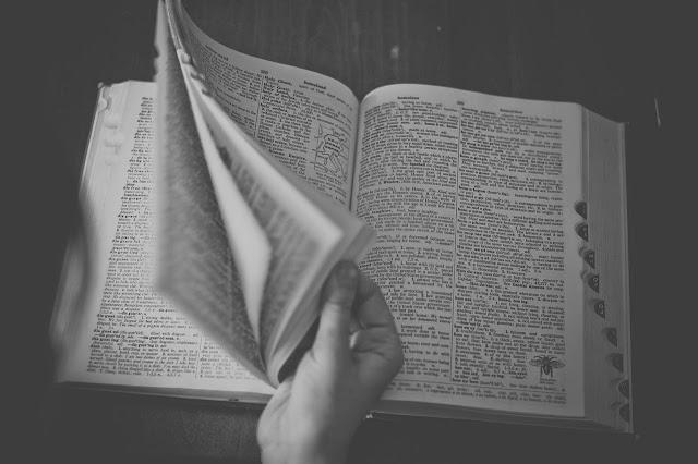 Consulte dicionários, chaves bíblicas ou manuais
