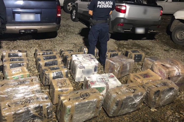 PF decomisa 337 kilos de metanfetaminas y cocaína durante operativo en Playas de Rosarito, Baja California