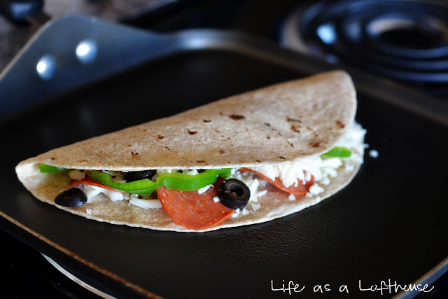 Pizzadillas are quesadillas filled with all sorts of pizza toppings and cheese. Life-in-the-Lofthouse.com