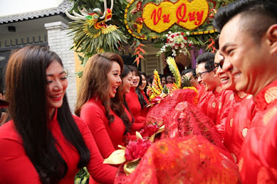 Lễ cưới cổ truyền ở miền bắc thường có nhiều màu đỏ