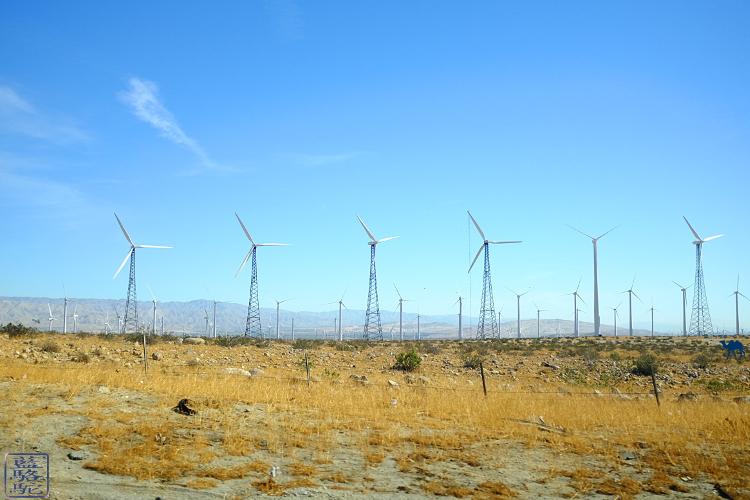 Le Chameau Bleu -  Blog Voyage Californie USA - Eoliennes de la Californie du Sud - USA