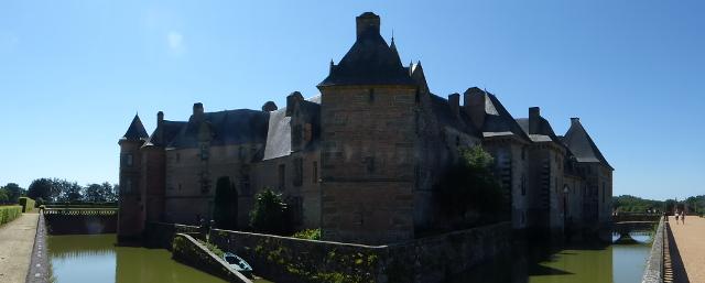 Castell amb el fossar d'aigua