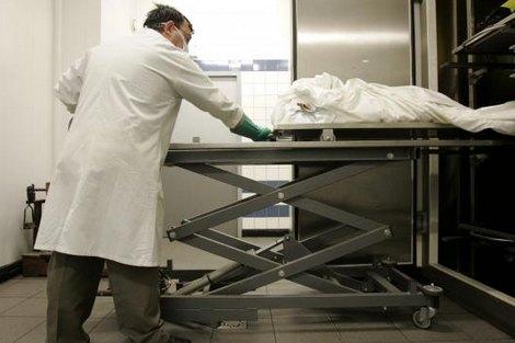 """تشريح جثة شخص توفي داخل """"طاكسي"""" بسطات"""