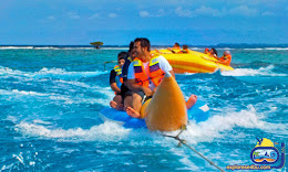 aneka wahana permainan air saat wisata pulau tidung