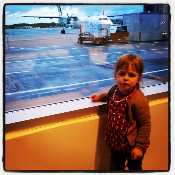 reise med barn på fly