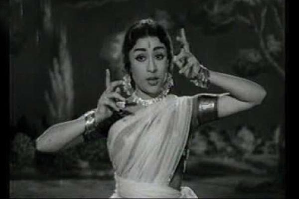 """మాతృదేవత(1969) చిత్రంలోని """"మానవజాతి మనుగడకే ప్రాణం పోసింది మగువ_Maanavajaathi Manugadake Pranam Posindhi Maguva - Mathrudevatha (1969) - P.Susheela, B.Vasantha"""