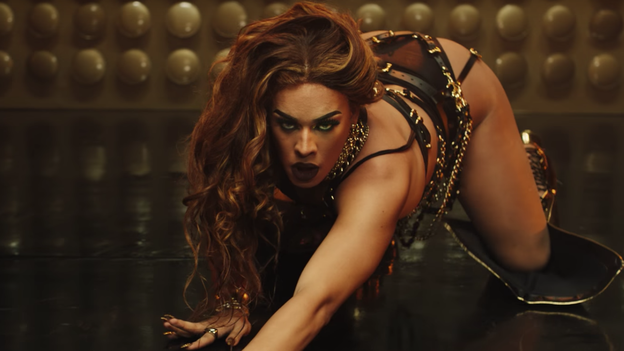 """""""Bumbum de Ouro"""" é o primeiro single de Groove desde o seu disco de estreia lançado no ano passado, """"O Proceder""""."""