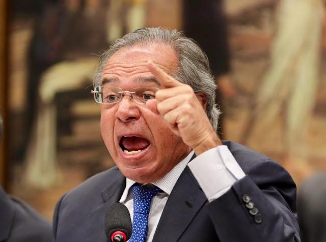 """""""Isso aqui não pode ser uma fábrica de privilégios"""", diz Guedes sobre papel dos bancos"""